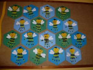 handprint-bee-craft-idea-for-toddlers