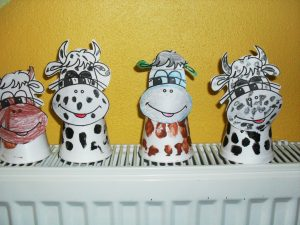 paper cup cow craft idea