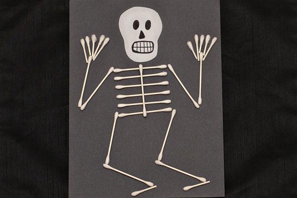 Q-tip-skeleton-craft-for-kids-18