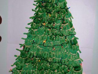 handprint-christmas-tree-bulletin-board-idea