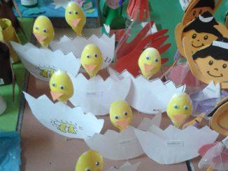 plastic spoon chick craft idea