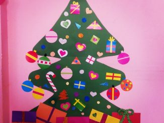 christmas-tree-bulletin-board-idea-for-kids