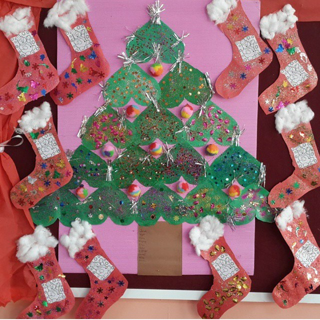 christmas-tree-bulletin-board-idea-for-toddlers