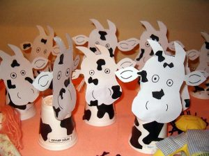 paper cup cow craft idea (2)