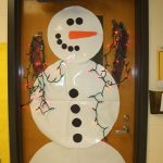 snowman-door-with-lights