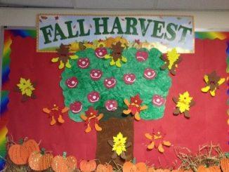 Fall-harvest-bulletin-board-idea