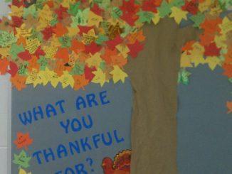 fall-tree-bulletin-board-idea-for-kids