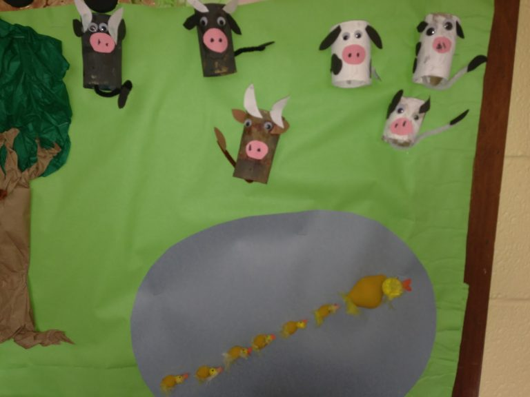 free-farm-bulletin-board-idea-for-toddlers
