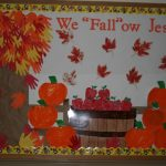 handprint-fall-tree-bulletin-board-idea