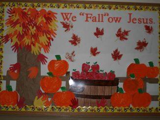 handprint-fall-tree-bulletin-board-idea