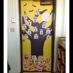 free-halloween-door-decoration-idea