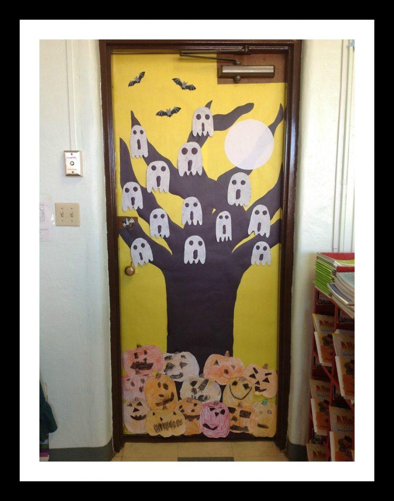 free-halloween-door-decoration-idea