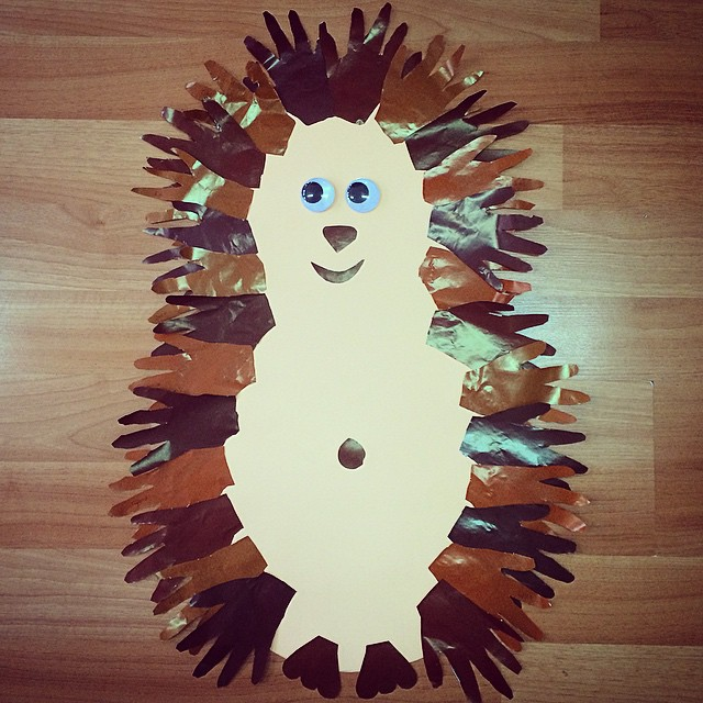 handprint hedgehog craft idea (2)