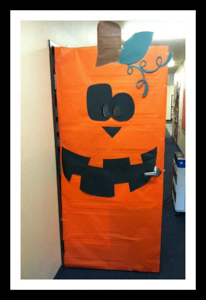 pumpkin-classroom-door-decoration